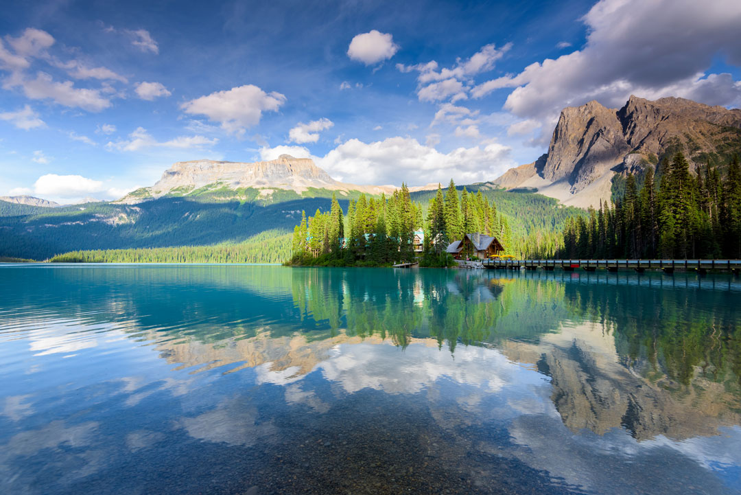 beautiful emerald lake yoho national park british columbia