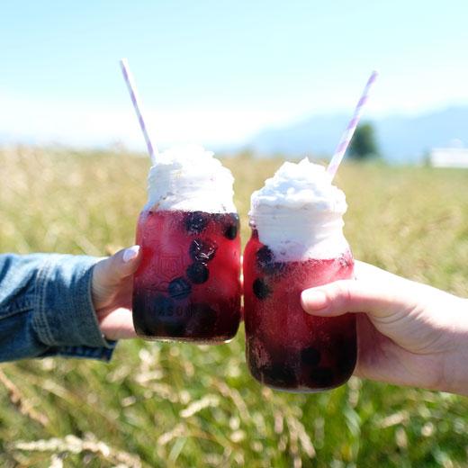 cheersing black + blue ice cream floats